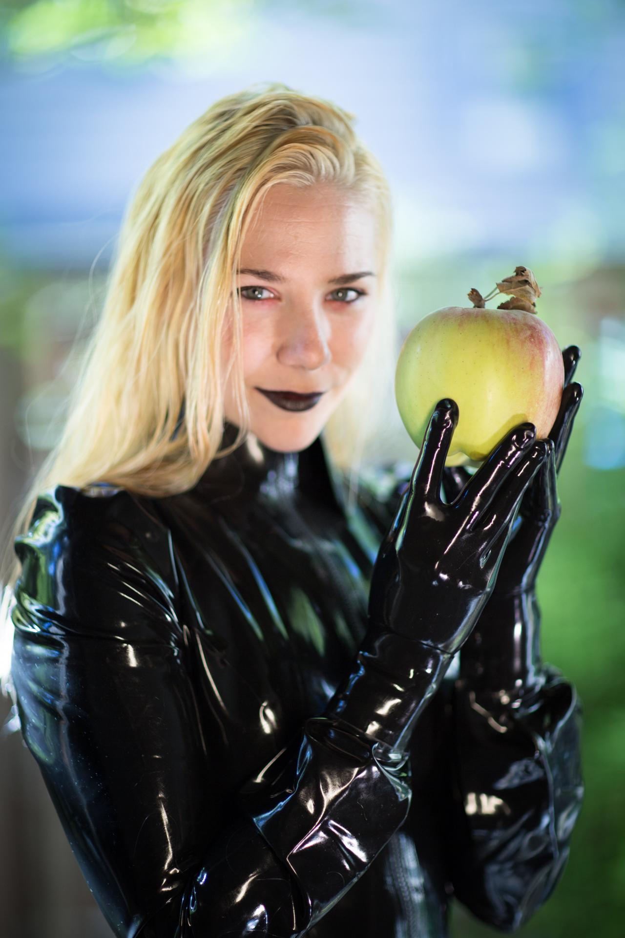 A Glove Tribute Latex Valentina
